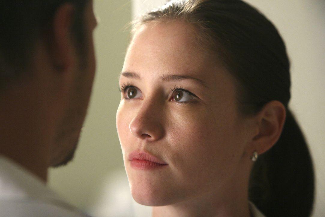 Alex (Justin Chambers, l.) baggert nach wie vor Lexie (Chyler Leigh, r.) an und genießt  es, dass sie sich von ihm verführen lässt ... - Bildquelle: Touchstone Television
