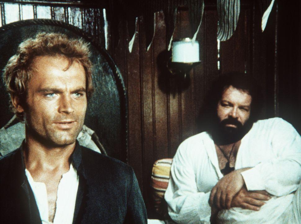 Pater J. (Terence Hill, l.) und Pater Pedro (Bud Spencer, r.) machen sich mit ihrer unkonventionellen Berufsauffassung nicht nur Freunde ... - Bildquelle: Tobis Filmkunst