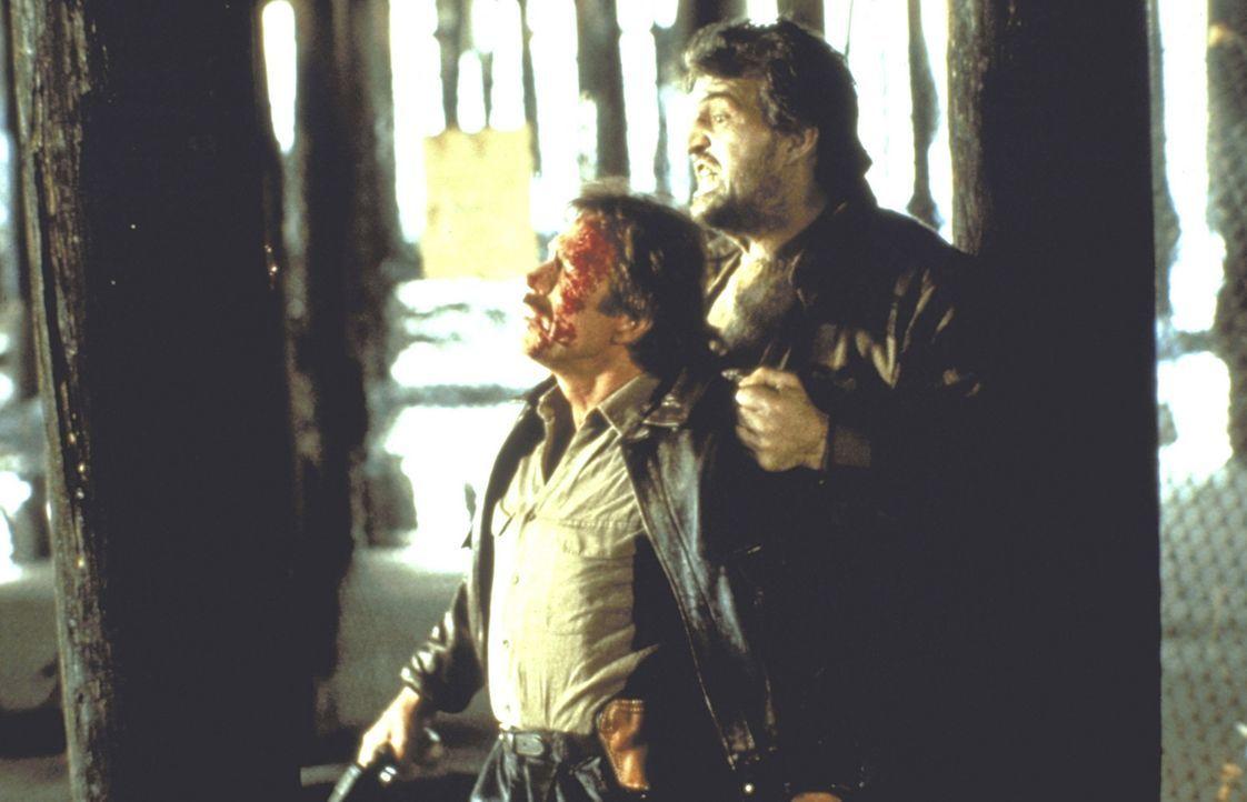 Eines Tages beginnt für O?Brien (Chuck Norris, l.) erneut der absolute Horror: Der wahnsinnige Frauenmörder Simon Moon (Jack O'Halloran, r.) kann... - Bildquelle: Cannon Films