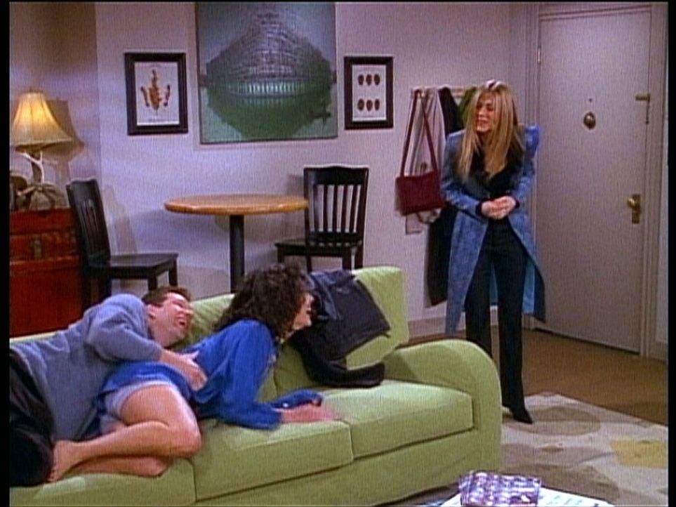 Rachel (Jennifer Aniston, r.) wundert sich über das enge Verhältnis zwischen Danny (George Newbern, l.) und seiner Schwester Krista (Julie Lauren,... - Bildquelle: TM+  2000 WARNER BROS.