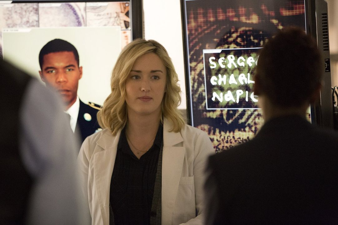 Kommt dem nächsten schrecklichen Geheimnis auf die Spur: Patterson (Ashley Johnson) ... - Bildquelle: Warner Brothers