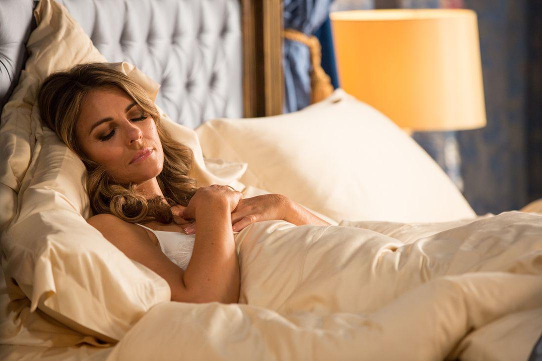 Träumt von neuen Intrigen gegen Cyrus: Helena (Elizabeth Hurley) ... - Bildquelle: Colin Hutton 2016 E! Entertainment Television, LLC