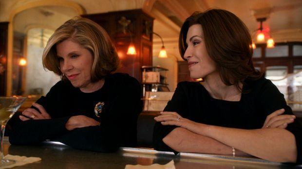Der Tod von Will bringt Diane (Christine Baranski, l.) und Alicia (Julianna M...