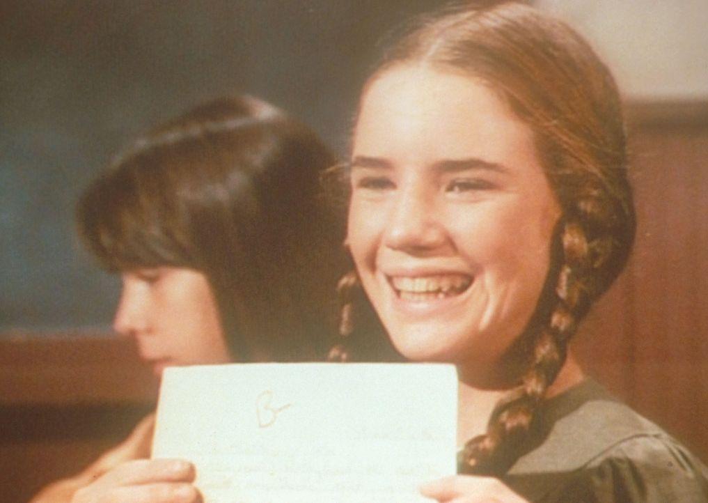 Laura (Melissa Gilbert) hat allen Grund zur Freude. Sie hat auf ihren Aufsatz eine gute Note bekommen. - Bildquelle: Worldvision