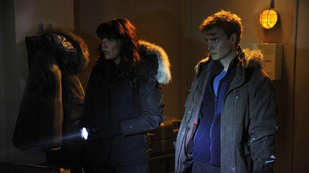 Für Helen (Amanda Tapping, l.) und Will (Robin Dunne, r.) beginnt erneut der...