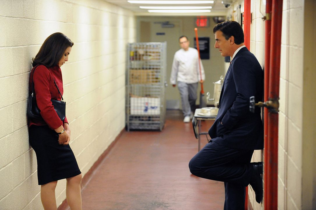 Als Peter (Chris Noth, r.) beschließt, doch für das Amt des Staatsanwalts von Cook Country zu kandidieren, muss Alicia (Julianna Margulies, l.) ei... - Bildquelle: CBS Studios Inc. All Rights Reserved.