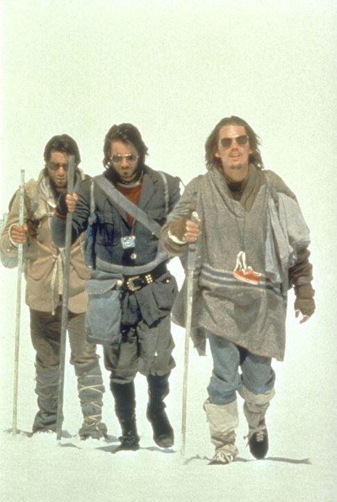 Harter Marsch durchs Eis: Nando Parrado (Ethan Hawke, r.) versucht alles, um Hilfe zu holen ... - Bildquelle: Buena Vista Pictures