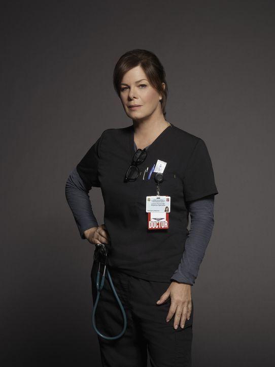 (1. Staffel) - Schroff, aber kompetent und einfühlsam: Direktorin der Notaufnahme Dr. Leanne Rorish (Marcia Gay Harden) ... - Bildquelle: Kurt Iswarienkio 2015 ABC Studios