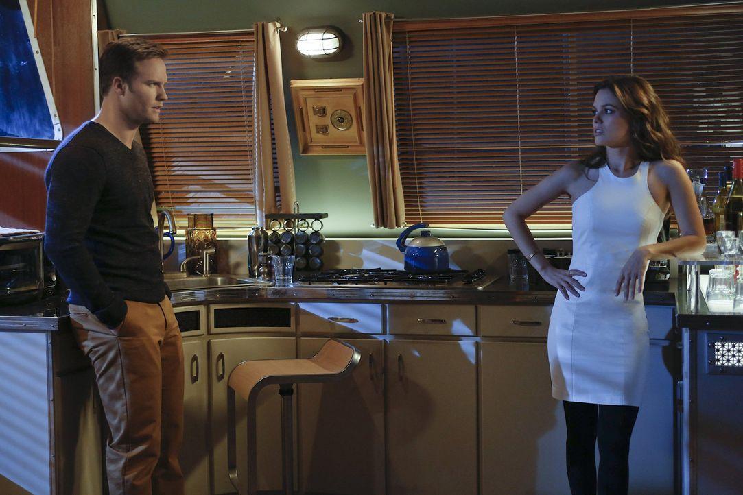 Ein Plan soll Zoe (Rachel Bilson, r.) und George (Scott Porter, l.) dazu bringen, sich ihre wahren Gefühle zu offenbaren ... - Bildquelle: Warner Bros.