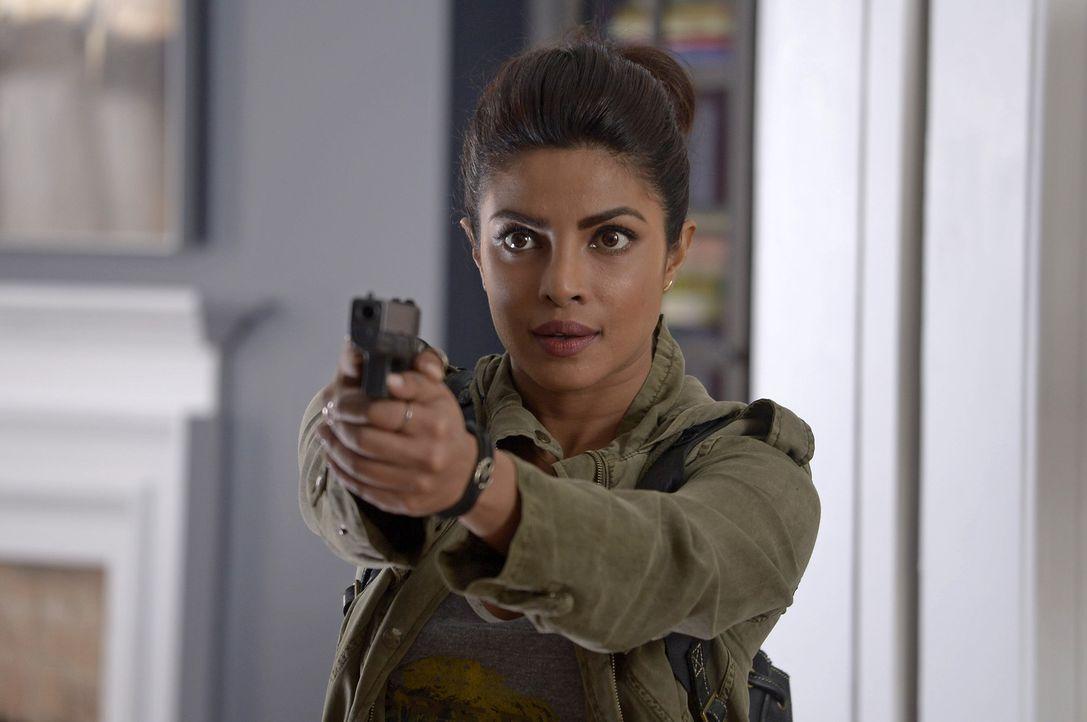 Wem kann Alex (Priyanka Chopra) auf ihrer Flucht wirklich vertrauen? - Bildquelle: 2015 ABC Studios