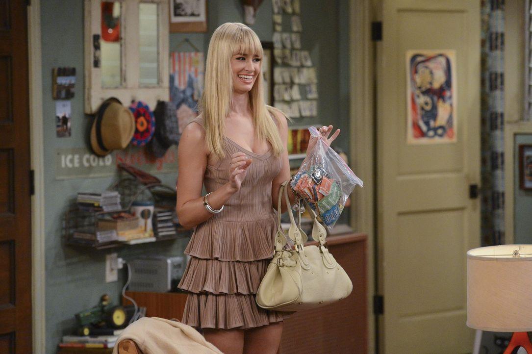 """Der lang ersehnte Abend ist endlich da. Caroline (Beth Behrs) hat ein heißes Date im neuen """"It-Schuppen"""" von New York. Doch kurzerhand scheint ihr D... - Bildquelle: Warner Brothers"""