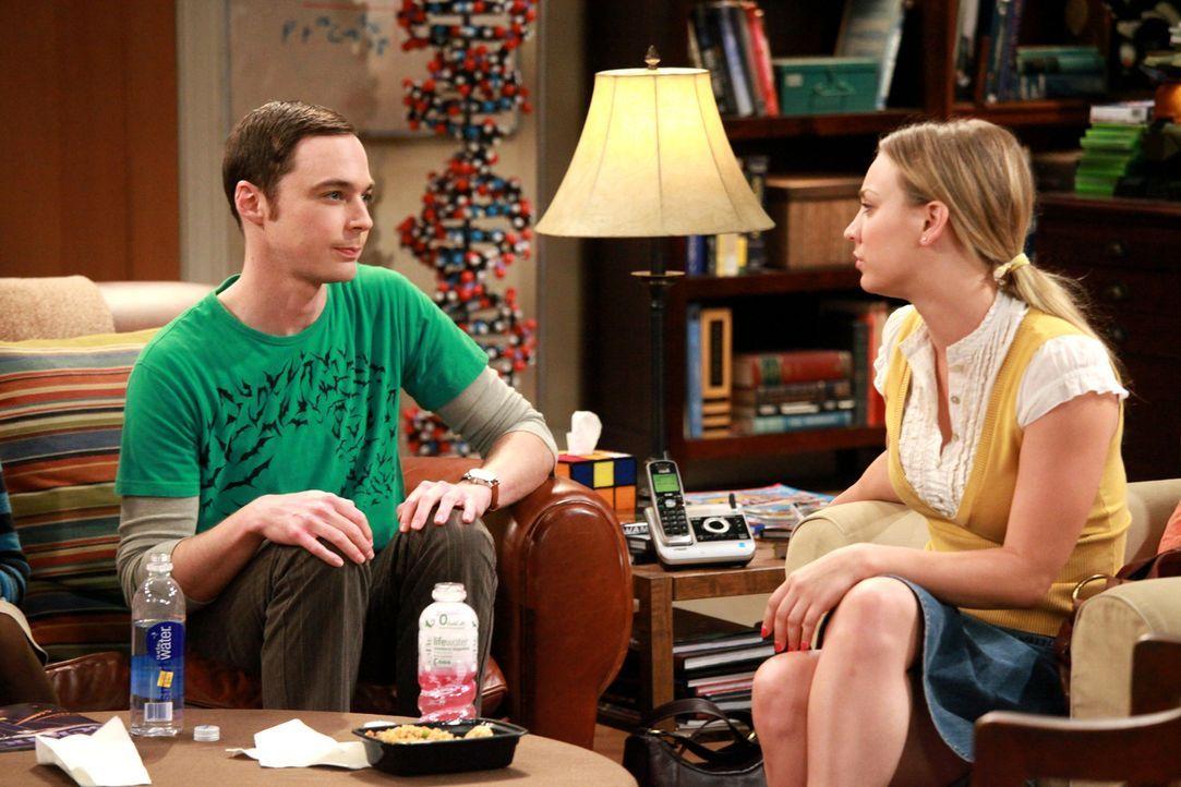 Irgendwie sind sie gute Freunde: Penny (Kaley Cuoco, r.) und Sheldon (Jim Parsons, l.) ... - Bildquelle: Warner Bros. Television