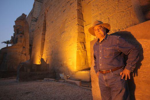 Dr. Zahi Hawass (Foto) hat sich vorgenommen, die Falkenstätte in Sakkara zu r...