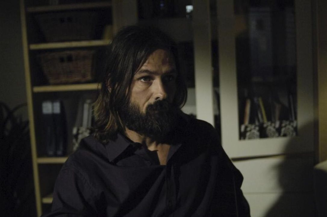 Jordan Collier (Bill Campbell) kann sich nicht mehr daran erinnern wer er ist und taucht deshalb unter... - Bildquelle: Viacom Productions Inc.
