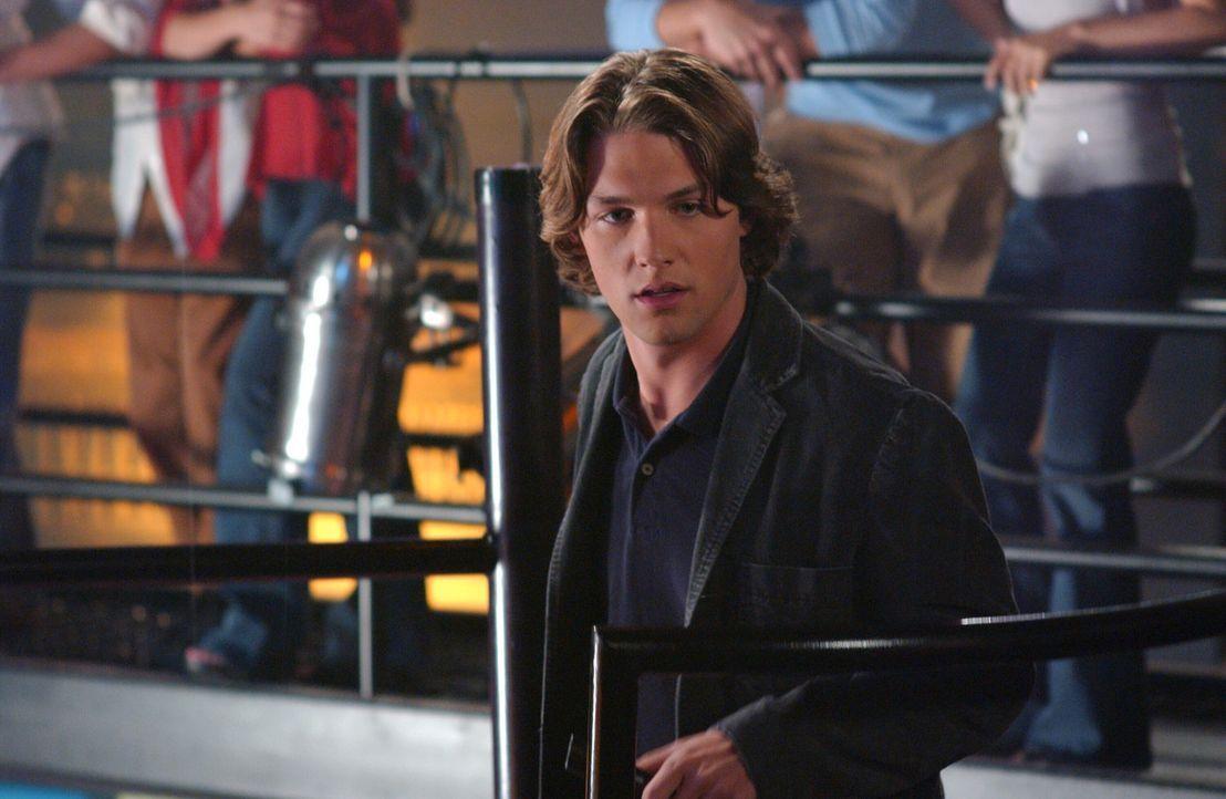 Zach (Michael Cassidy) ist enttäuscht, als er Rachel mit einem anderen Mann sieht, weil sie ihm gesagt hatte, dass sie einen Mädchenabend mit Mari... - Bildquelle: Warner Bros. Television