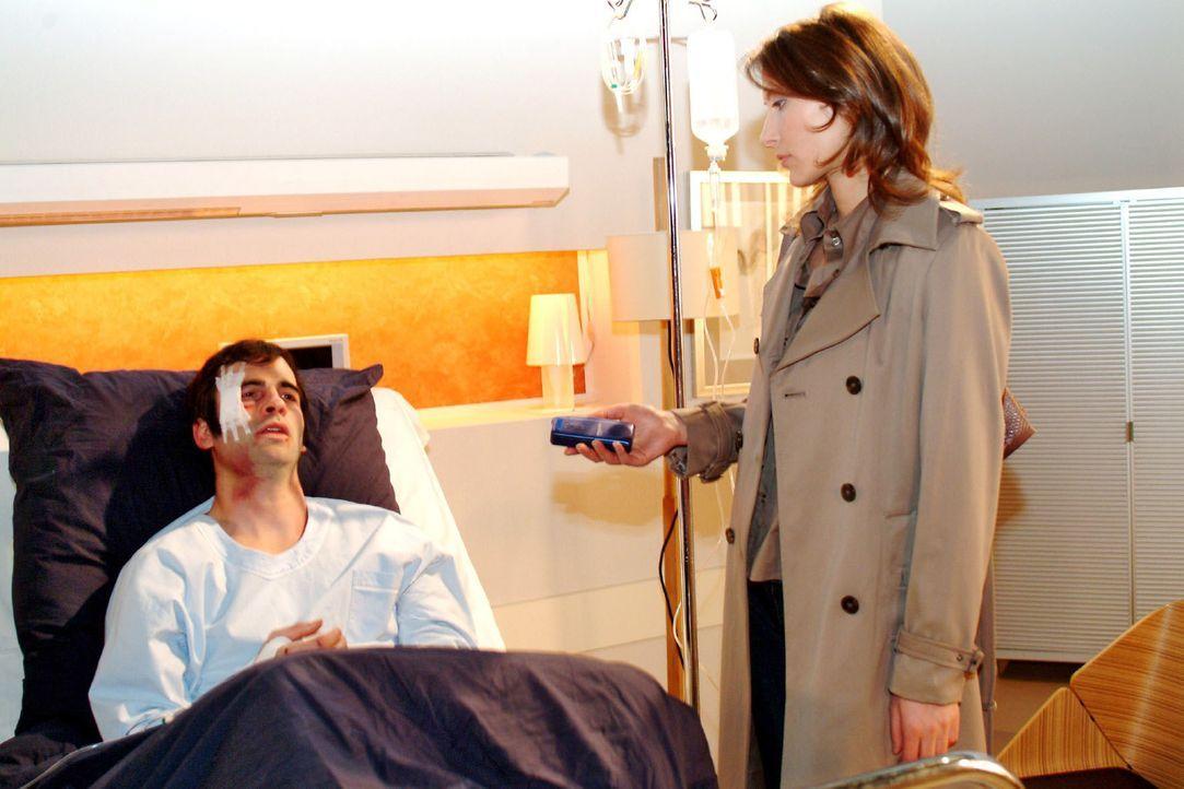 Hauptkommissarin Katarina Dorn (Ina Rudolph, r.) befragt David (Mathis Künzler, l.) zur Entführung. - Bildquelle: Monika Schürle Sat.1