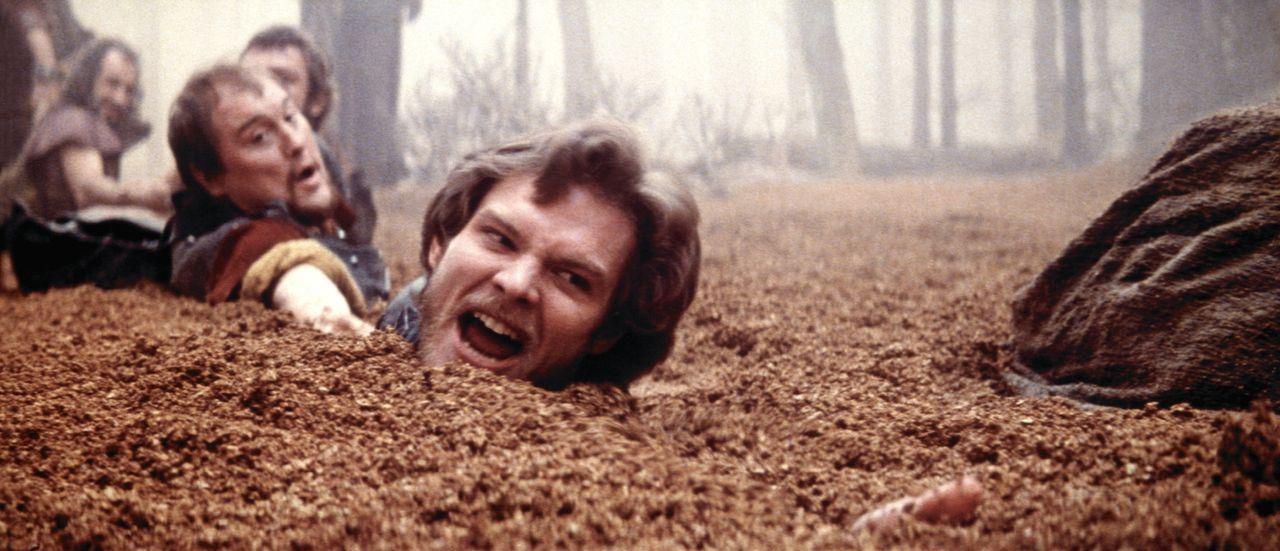 Prinz Colwyn (Ken Marshall, r.) und seine Mitstreiter drohen im Treibsand zu versinken ... - Bildquelle: Columbia Pictures