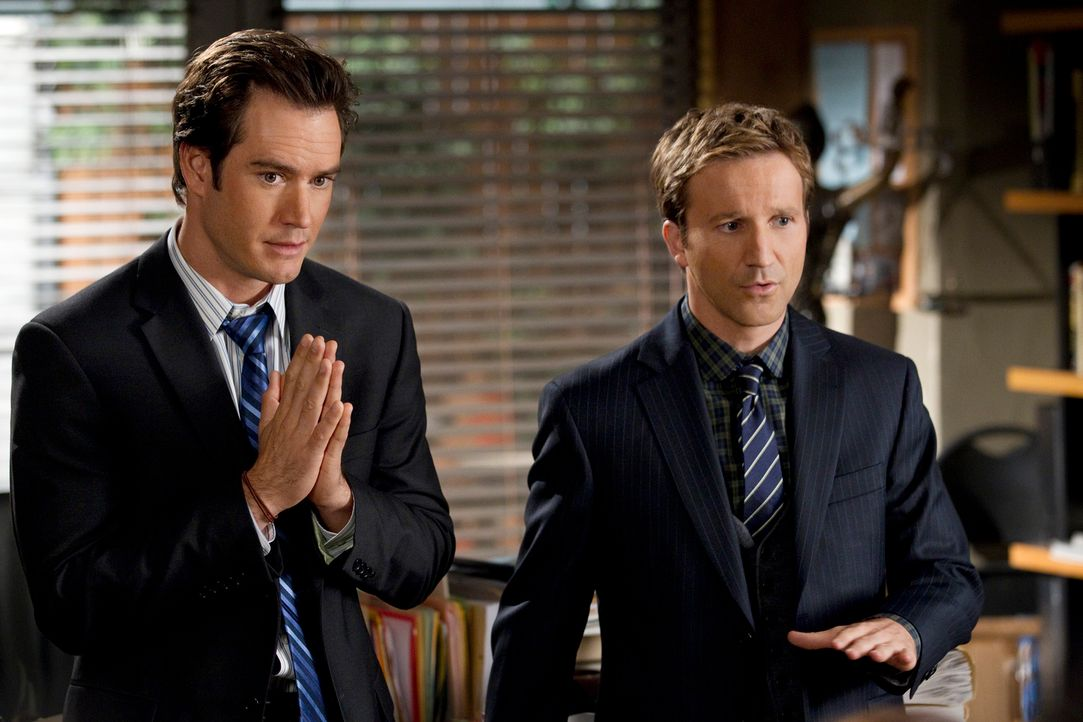 Nachdem Franklin (Breckin Meyer, r.) und Bash (Mark-Paul Gosselaar, l.) erfahren haben, dass eine der beiden Pole-Dance-Trainerinnen eine Jugendsünd... - Bildquelle: Trae Patton 2011 Sony Pictures Television Inc. All Rights Reserved.