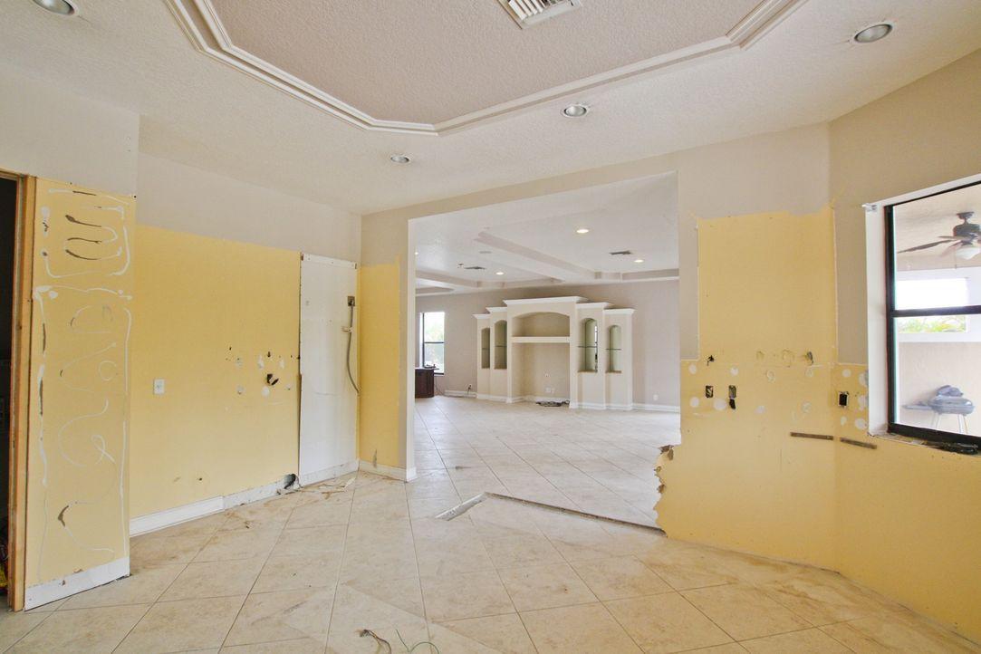 Vanilla Ice und sein Team wollen dieses Mal eine Küche und ein Esszimmer umgestalten ... - Bildquelle: 2012, DIY Network/Scripps Networks, LLC.  All Rights Reserved.