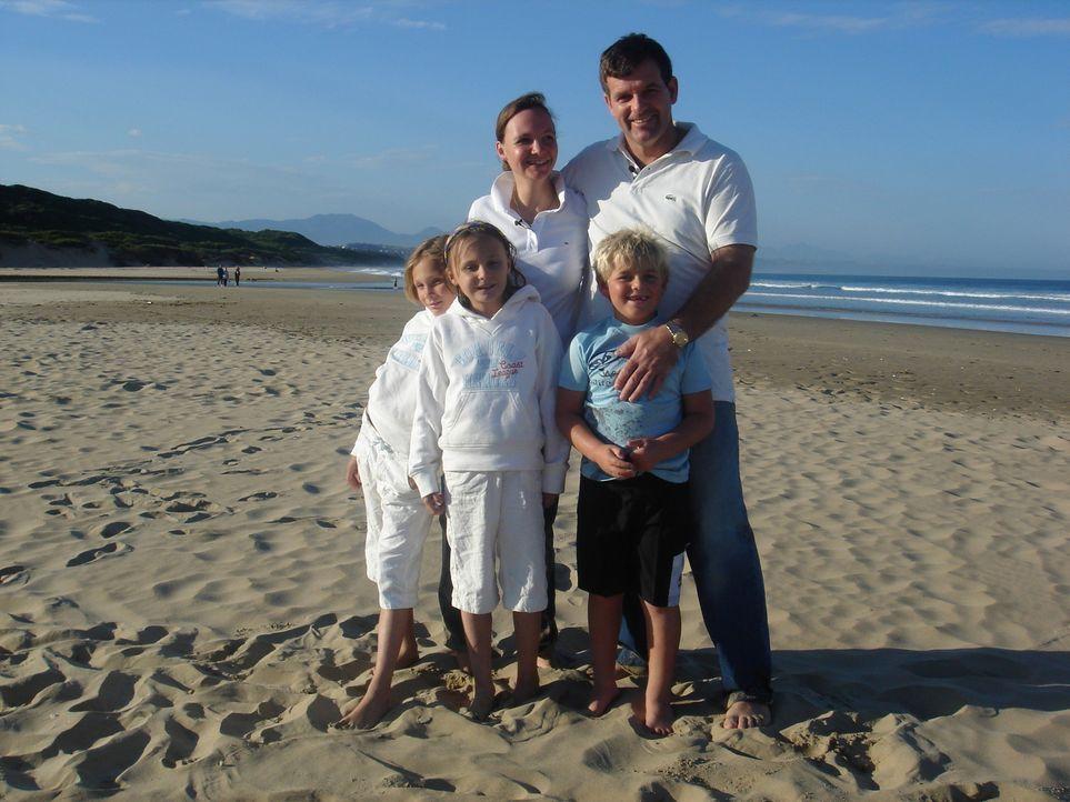 Yves Geschonke (36) ist mit ihren beiden Kindern zu ihrer vermeintlich großen Liebe nach Südafrika gezogen. Leider hat die Beziehung nicht lange geh... - Bildquelle: kabel eins