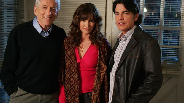 Sandy (Peter Gallagher, r.) ist dabei, als Max (Barry Newman, l.) stirbt. Nun...