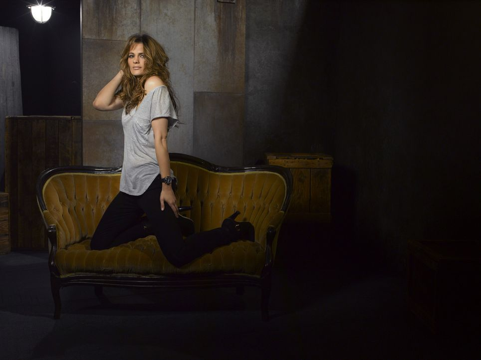 (5. Staffel) - Darüber, dass der Krimiautor Richard Castle sie zur Vorlage für seine neue Romanheldin nutzt, hat Kate Beckett (Stana Katic) sehr g... - Bildquelle: ABC Studios