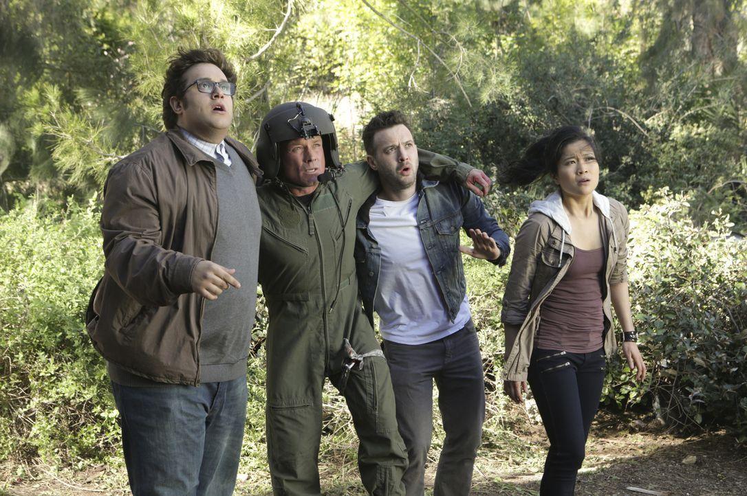 Wird es Sylvester (Ari Stidham, l.), Toby (Eddie Kaye Thomas, 2.v.r.) und Happy (Jadyn Wong, r.) gelingen einen Weg aus den Wäldern zu finden, bevor... - Bildquelle: Sonja Flemming 2014 CBS Broadcasting, Inc. All Rights Reserved