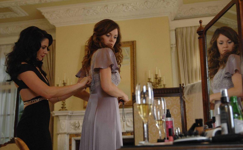 Noch glauben Wendy (Mädchen Amick, l.) und Ingrid (Rachel Bostson, r.), dass Freya die richtige Entscheidung getroffen hat ... - Bildquelle: 2013 Lifetime Entertainment Services, LLC. All rights reserved.
