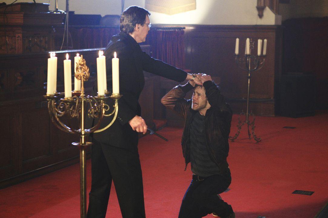 Das BAU-Team wird nach Portland gerufen um dort einen neuen Fall zu lösen. Dort stoßen sie auf Ben Foster (Bug Hall, r.) und einen Priester (Ivar... - Bildquelle: ABC Studios
