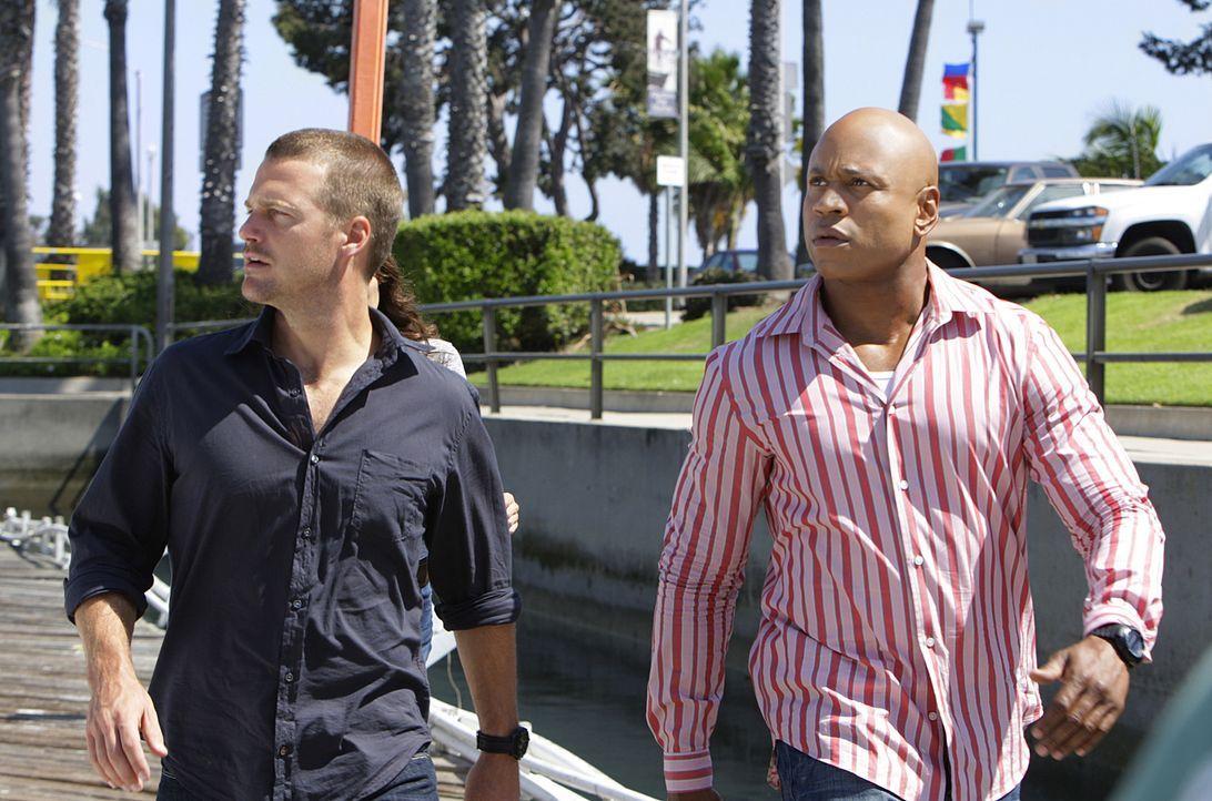 Ein neuer Fall bereitet Special Agent G. Callen (Chris O'Donnell, r.) und Special Agent Sam Hanna (LL Cool J, l.) Kopfzerbrechen ... - Bildquelle: CBS Studios Inc. All Rights Reserved.