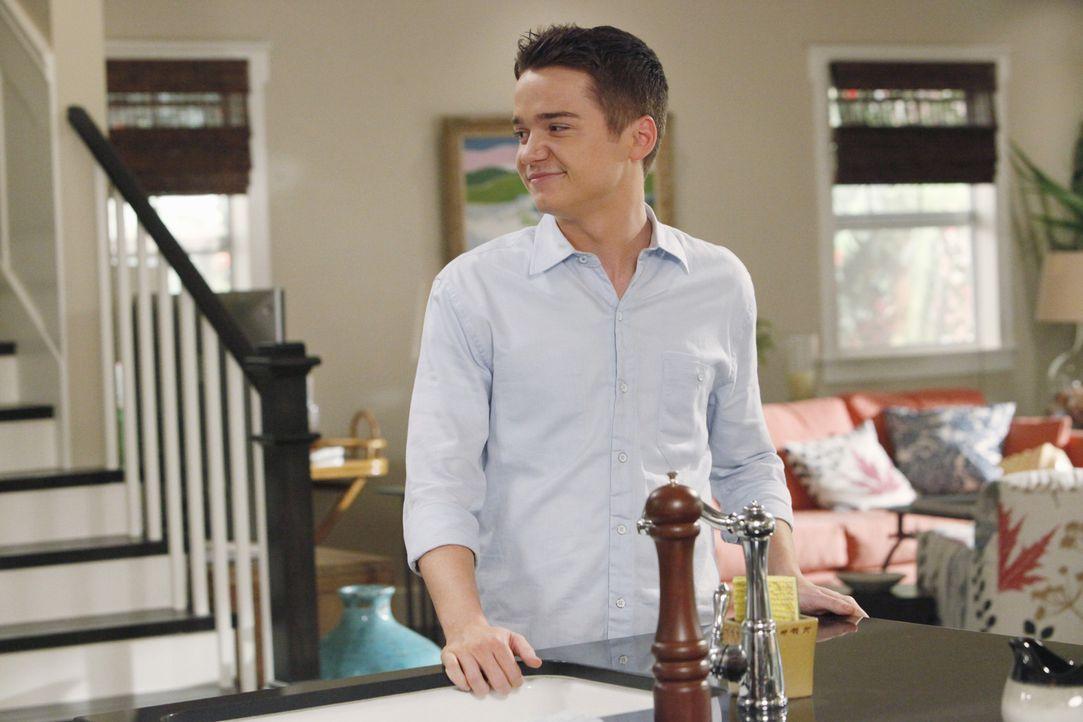 Durch ein Gespräch mit seiner Mutter weiß Travis (Dan Byrd), dass Frauen Männer gerne etwas vorspielen um attraktiver zu wirken ... - Bildquelle: 2009 ABC INC.