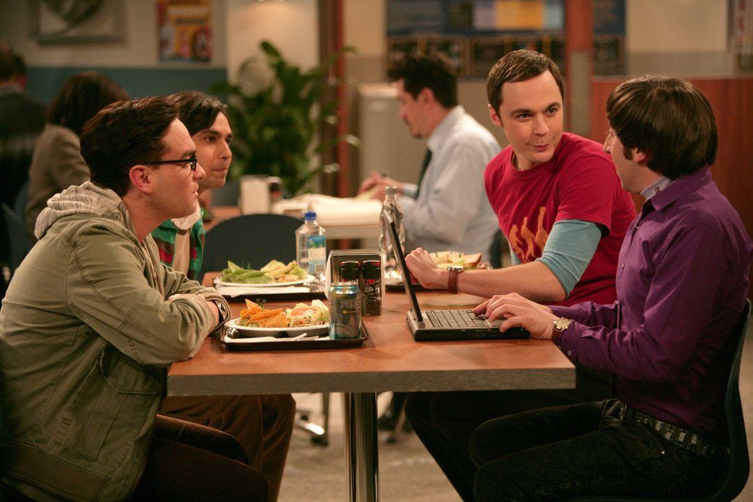 Nachdem Sheldons Zugang bei einem Online-Spiel gehackt wurde, machen sich die Freunde auf, um den Hacker zu finden: Sheldon (Jim Parsons, 2.v.r.), L... - Bildquelle: Warner Bros. Television