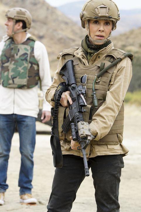 Jack Sloane (Maria Bello) soll in Afghanistan für die Sicherheit des US-Senators Phillips sorgen, doch der Einsatz entwickelt sich als äußerst gefäh... - Bildquelle: Cliff Lipson 2017 CBS Broadcasting, Inc. All Rights Reserved.
