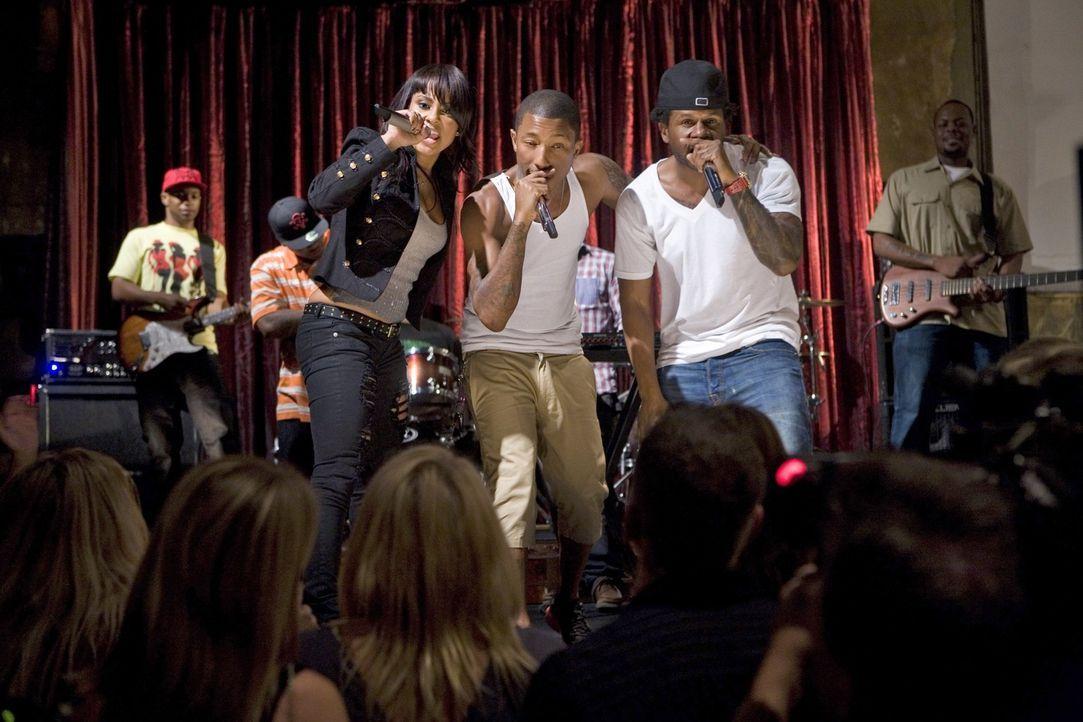 Schafft es die Musik von N.E.R.D. die Menge zum Tanzen zu bringen? - Bildquelle: TM &   CBS Studios Inc. All Rights Reserved