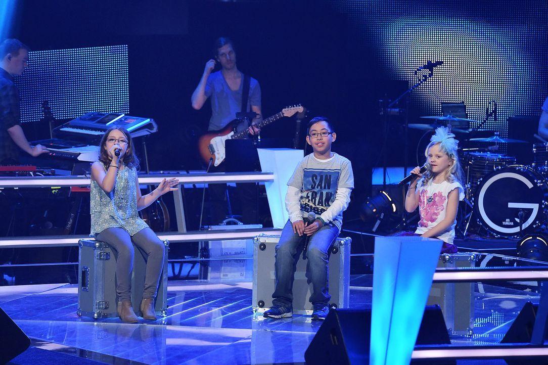 The-Voice-Kids-Stf03-Epi06-Auftritte-03-Eleni-Dave-Linnea-SAT1-Andre-Kowalski - Bildquelle: SAT.1/Andre Kowalski