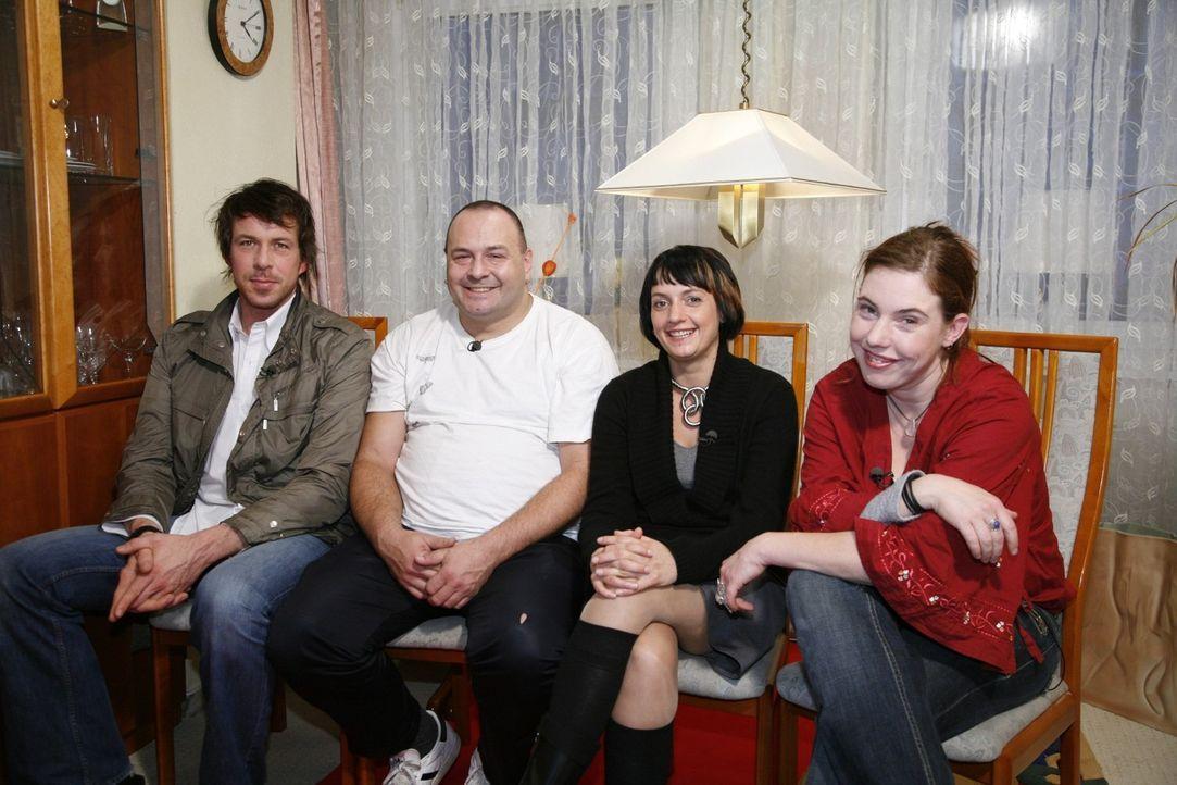 Die Jury (v.l.n.r.:Marcel, Frank, Sina, Jessica) wartet schon ganz gespannt auf die Modenschau von Nicole ... - Bildquelle: Monika Schürle Sat.1