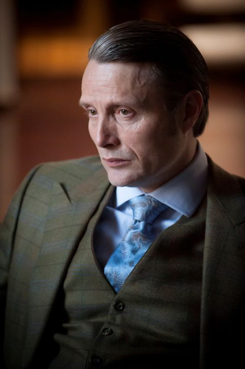 Sein Insiderwissen verschafft Dr. Hannibal Lecter (Mads Mikkelsen) mal wieder den nötigen Vorsprung ... - Bildquelle: Brooke Palmer 2013 NBCUniversal Media, LLC
