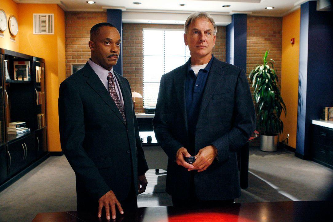 Werden mit einem neuen Fall beauftragt: Vance (Rocky Carroll, l.) und Gibbs (Mark Harmon, r.) ... - Bildquelle: CBS Television