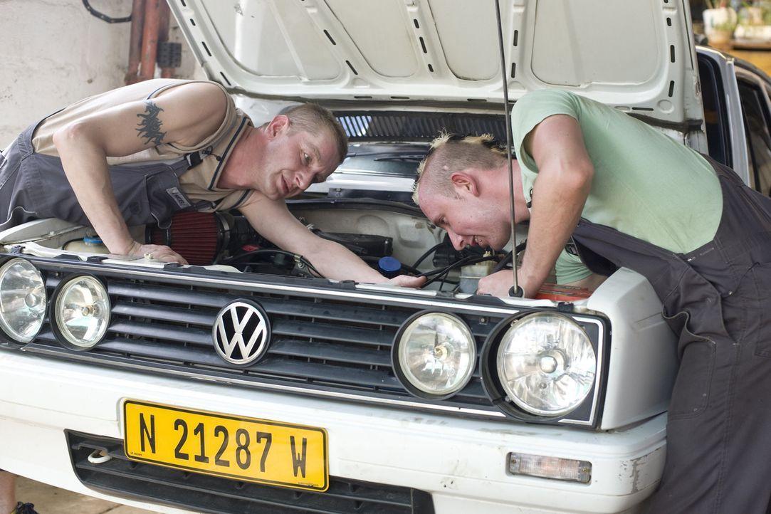 Eine Woche lang übernehmen die zwei besten Mitarbeiter eines Gelsenkirchener Familienbetriebes die Jobs der zwei Angestellten aus Peters Schrauber-... - Bildquelle: kabel eins