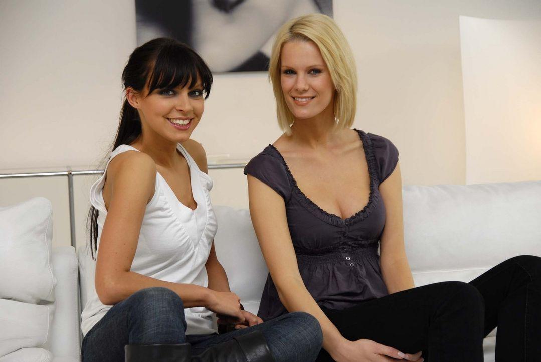 Monica Ivancan (r.) und Anna Bade (l.) helfen mal wieder zwei Freaks auf die Sprünge … - Bildquelle: ProSieben