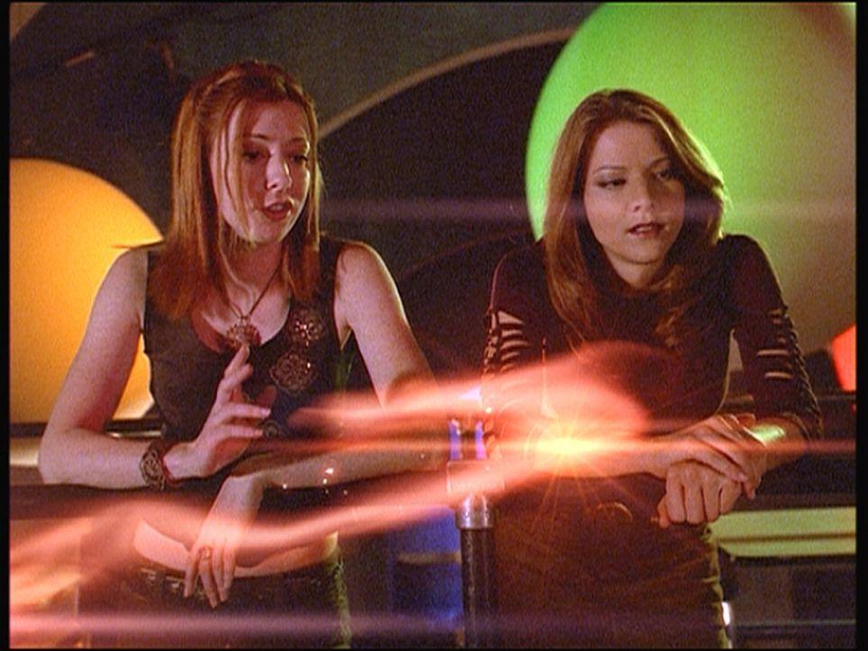 Nachdem Willow (Alyson Hannigan, l.) zufällig die Ratte Amy (Elizabeth Anne Allen) wieder in einen Menschen zurückverwandelt hat, ziehen sie gemeins... - Bildquelle: TM +   Twentieth Century Fox Film Corporation. All Rights Reserved.