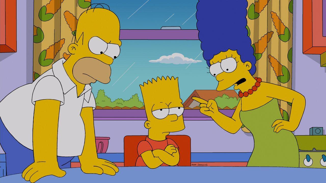 Bart (M.) hat sich in den Kopf gesetzt, mit Grampa in den Ring zu steigen. Homer (l.) und Marge (r.) versuchen alles, um ihn davon abzuhalten ... - Bildquelle: und TM Twentieth Century Fox Film Corporation - Alle Rechte vorbehalten