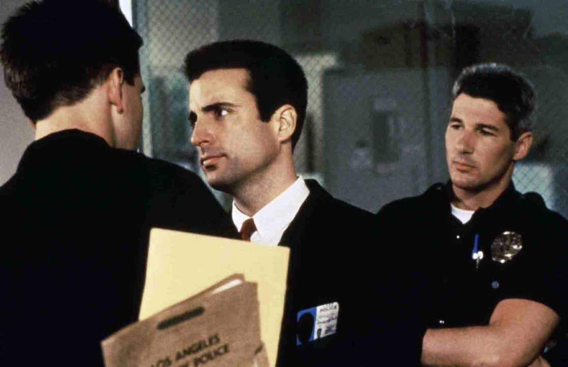 """Noch glaubt Detective Dennis Peck (Richard Gere, r.) den frischgebackenen Fahnder der Abteilung ,,Internal Affairs"""", Detective Raymond Avila (Andy G... - Bildquelle: Paramount Pictures"""