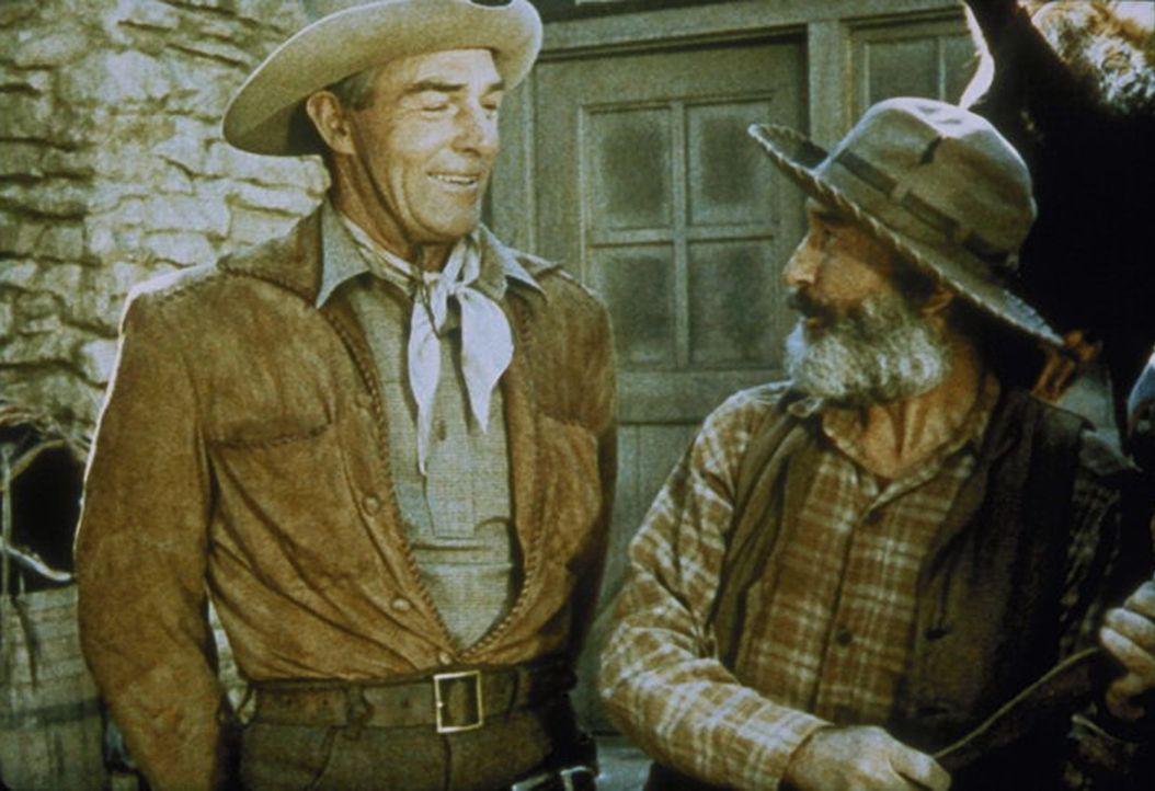 Denn Larry Delong (Randolph Scott, l.) gerät in die Hände einer Gangsterbande und wird von Pinto (Charles Buchinsky, r.) in die Mangel genommen ... - Bildquelle: Warner Bros.