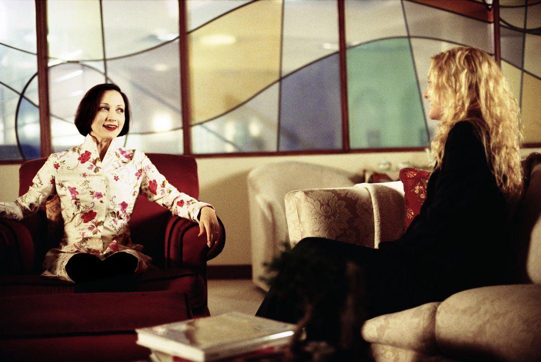 Eines Tages beschließt Chefredakteurin Lana (Bebe Neuwith, l.) das Thema 'Fehler bei Männern' für die nächste Ausgabe auszuschlachten. Ihr Plan:... - Bildquelle: Paramount Pictures