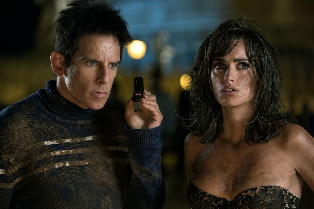 Auf der Suche nach dem Promi-Mörder werden Derek (Ben Stiller, l.) und Valentina Valencia (Penélope Cruz, r.) immer wieder Steine in den Weg gelegt... - Bildquelle: 2016 Paramount Pictures