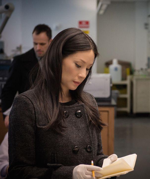 Der Abschiedsbrief des Verstorbenen wirft einige Fragen auf. Dr. Watson (Lucy Liu) kann sich nicht vorstellen, dass er sich umgebracht hat ... - Bildquelle: Jeff Neumann CBS Television