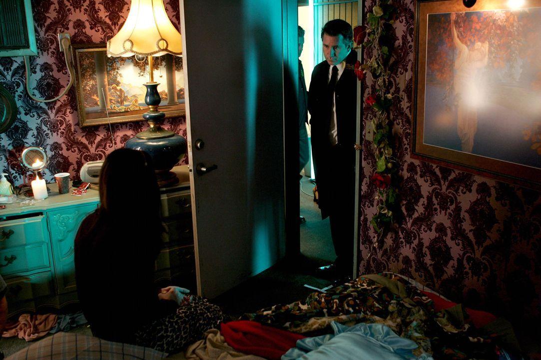 Versucht Licht ins Dunkle zu bringen: Jack Malone (Anthony LaPaglia, r.) ... - Bildquelle: Warner Bros. Entertainment Inc.