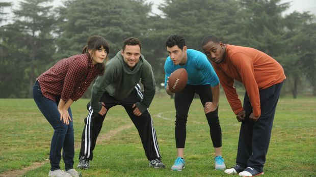 Verbringen einen gemeinsamen Football-Nachmittag: Jess (Zooey Deschanel, l.),...