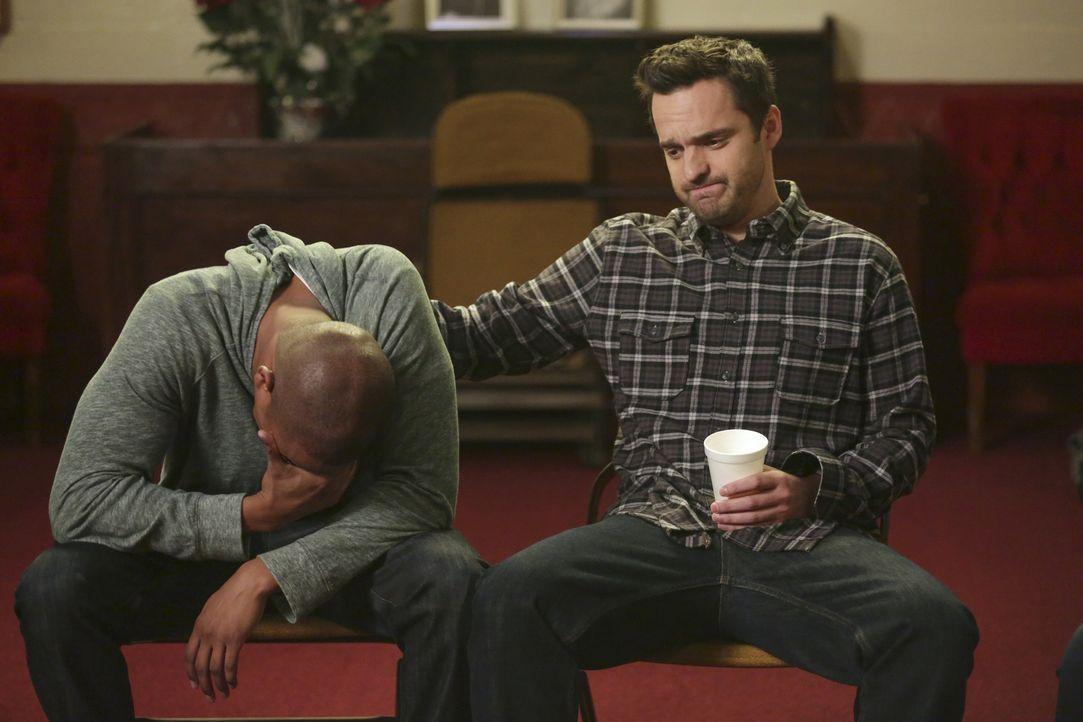 Sind der Verzweiflung nahe: Coach (Damon Wayans Jr., l.) und Nick (Jake Johnson, r.) ... - Bildquelle: 2015 Twentieth Century Fox Film Corporation. All rights reserved.